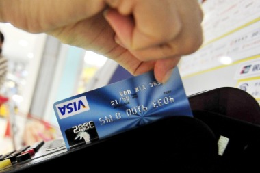 Image: Swiping a credit card